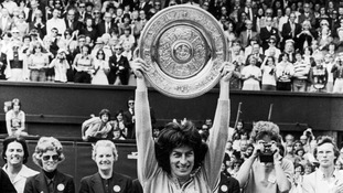 Virginia Wade holds the Ladies' Singles Plate in 1977.
