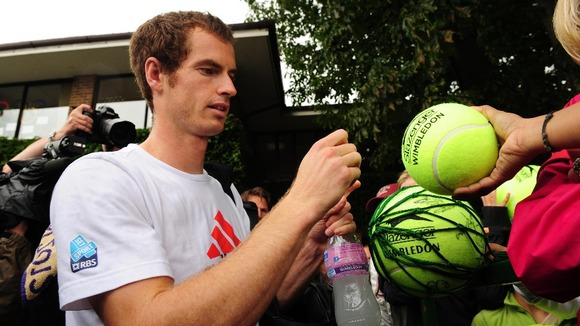 Andy Murray signs autographs after practicing on Saturday.