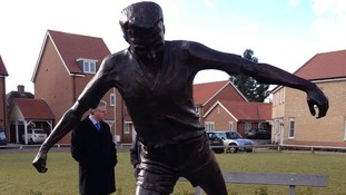 Peter Wright's statue in Colchester.