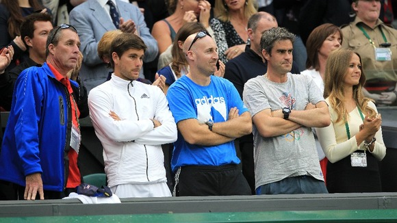 'Team Murray' applaud Andy Murray as he thanks them for their support following his defeat