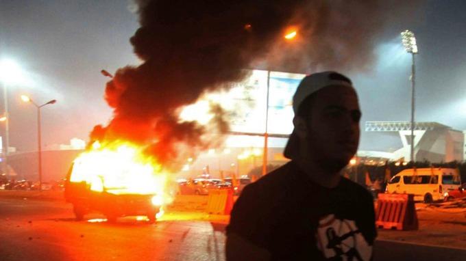 В Египте в ходе столкновения с полицией погибли 25 фанатов - изображение 1