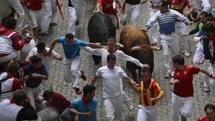 Runners sprint in front of Cebada Gago fighting bulls