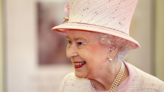 The Queen began her visit to Hereford by unveiling a plaque