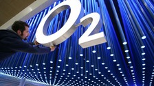 O2 mobile provider struggles to restore network.