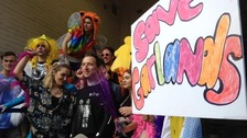 Garlands supporters