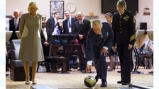 The Prince of Wales tries his best at 10-pin bowling in Washington