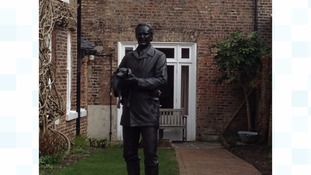 A life-size bronze statue of vet-turned-author Alf Wright has been unveiled at The World of James Herriot