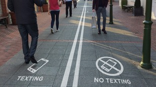 Shopping centre to introduce texting lanes