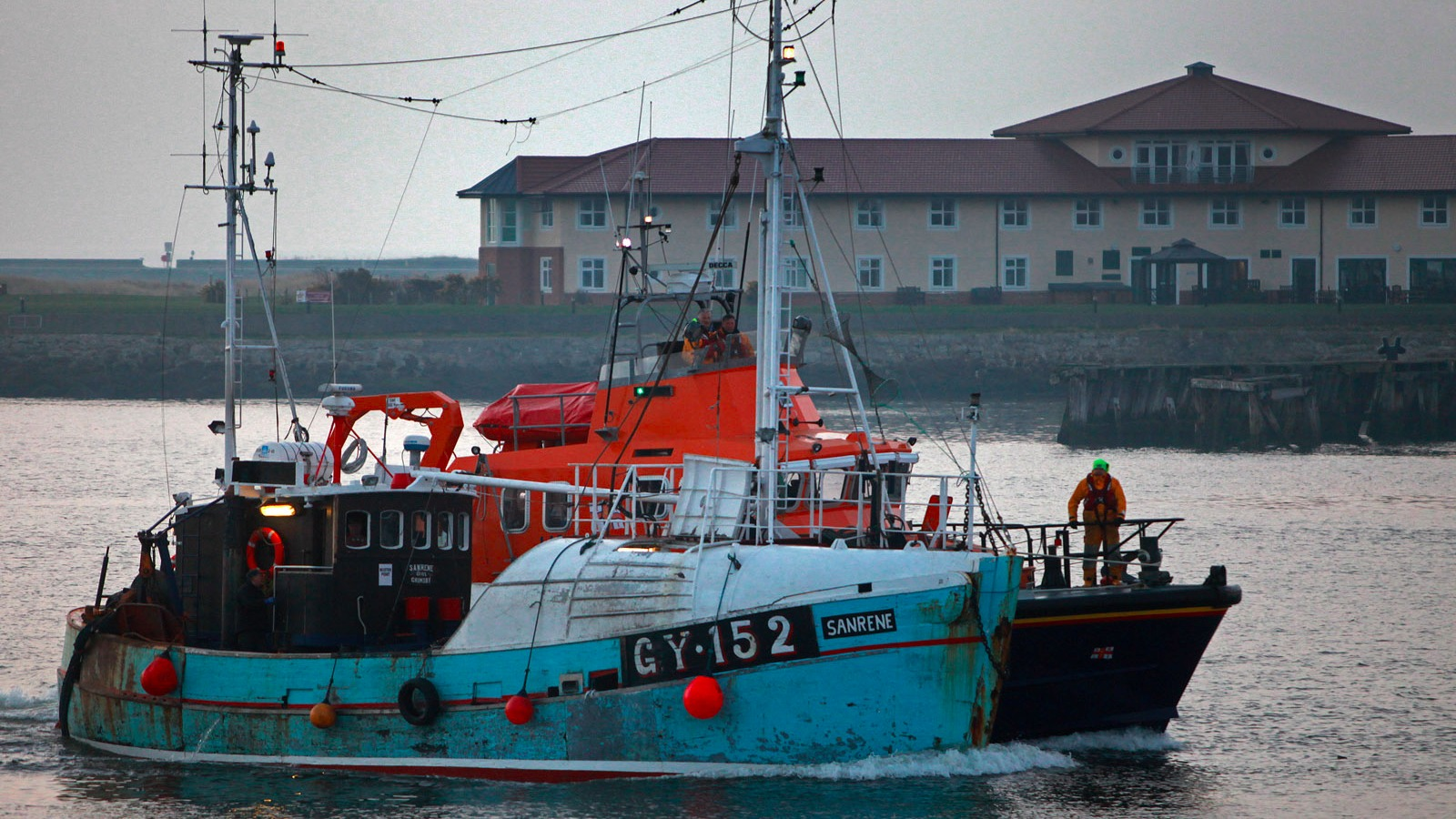Fishing boat rescued by tynemouth rnli in all night 120 for Round fishing boat