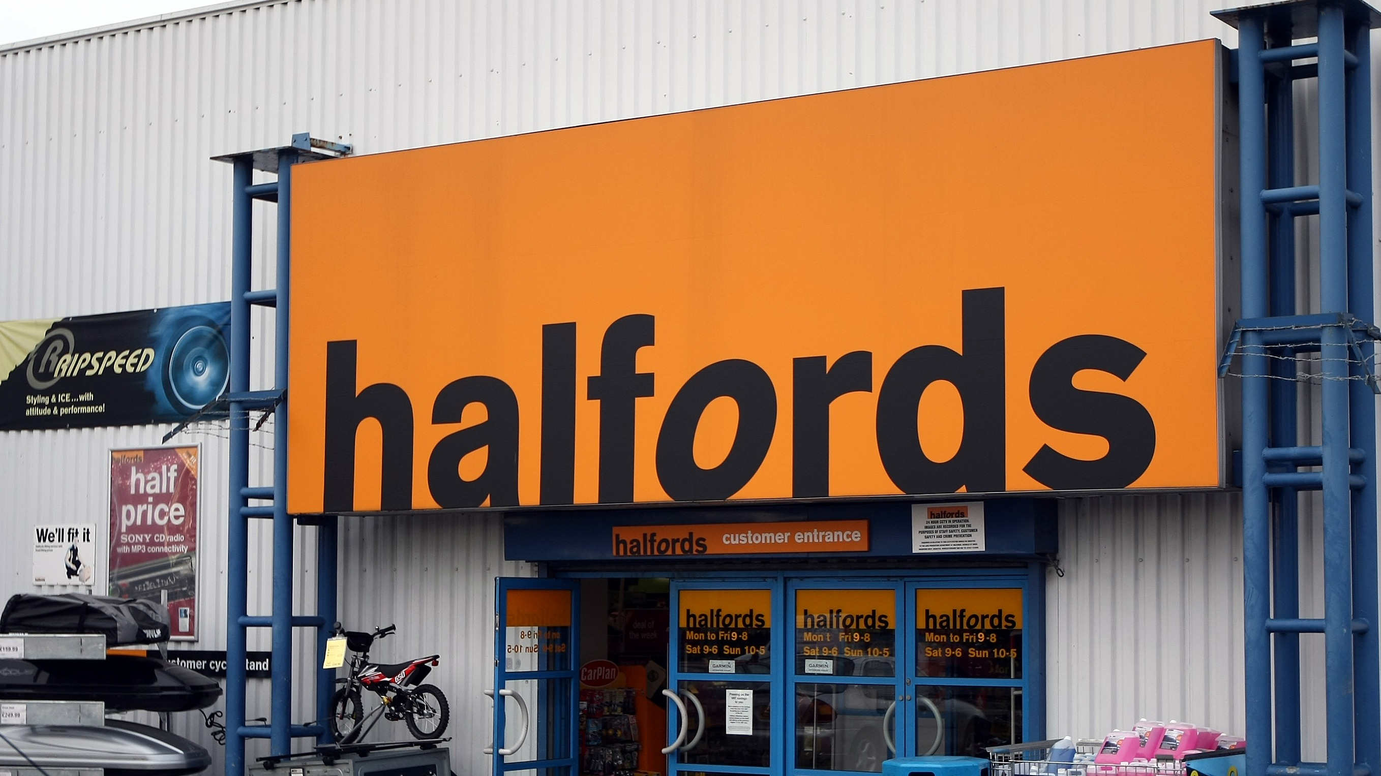 Halfords Apologises After Mechanic Takes Mot Car For Test