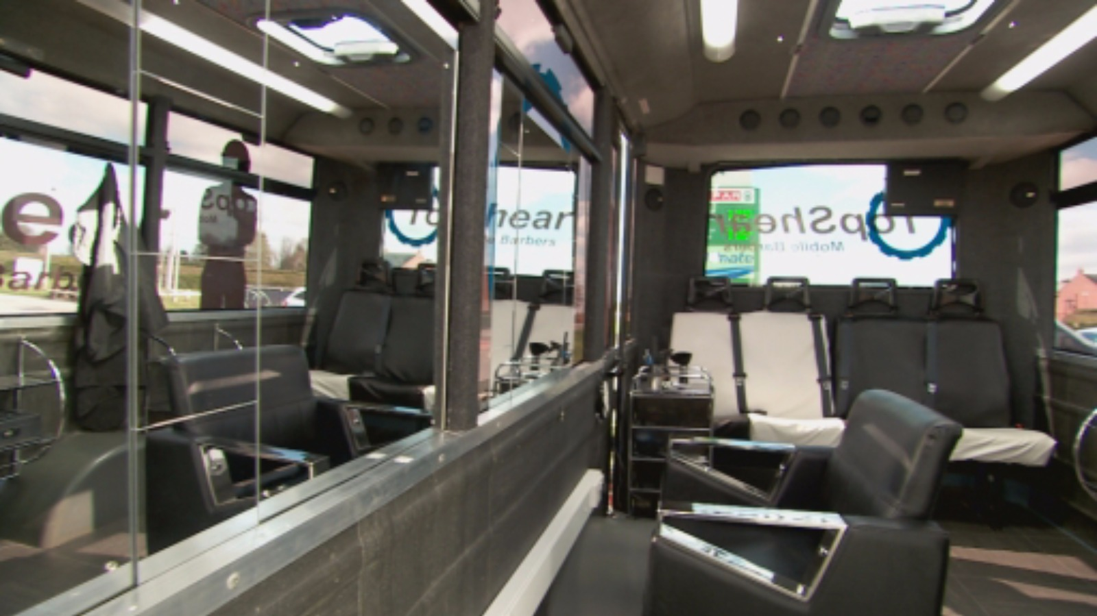 Old bus gets new life as mobile barbers border itv news for Bus mallemort salon