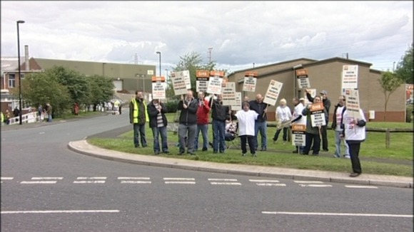 Picket line at Benton