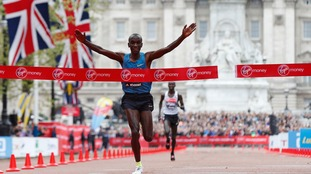 Eliud Kipchoge takes the win