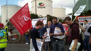 Workers demonstrate against Coryton deal