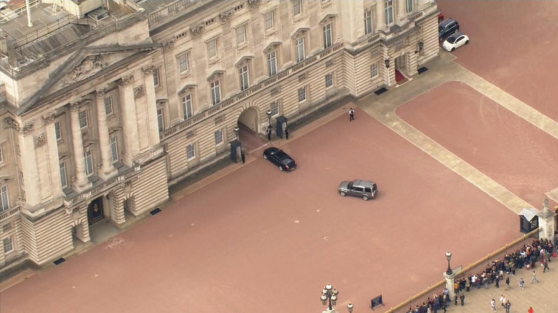 David Cameron Arrives At Buckingham Palace Itv News