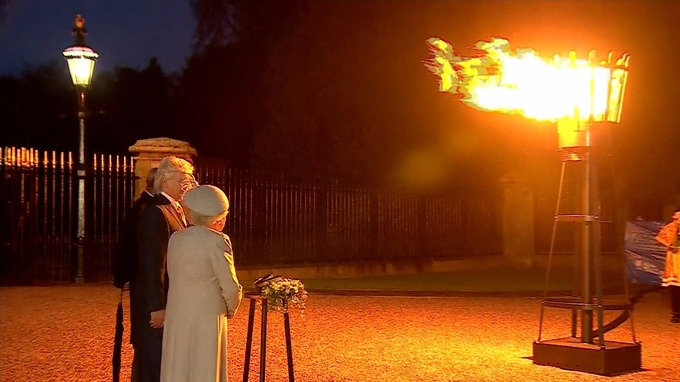 The Queen lights the first of 200 beacons