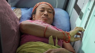 Nepal earthquake: Helicopter rescue teams bid to reach remote villages as true scale of tragedy emerges