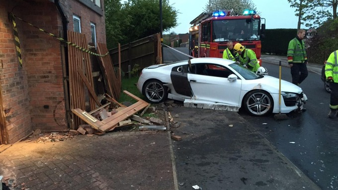 A Teenager Has Admitted Crashing His Dadu0027s £100,000 Sports Car Into A House  In Sutton