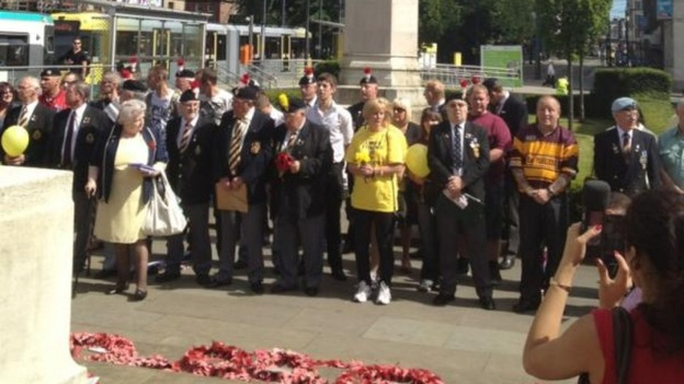 Families at cenotaph