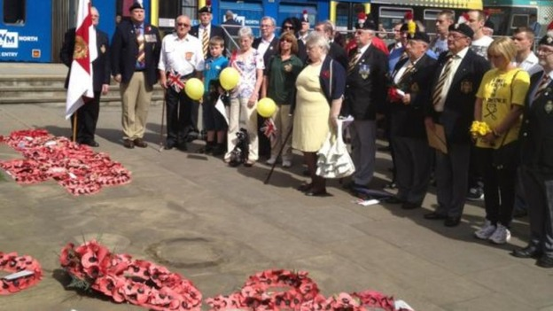 Families and poppy wreaths