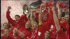 Steven Gerrard lifts the Champions League trophy