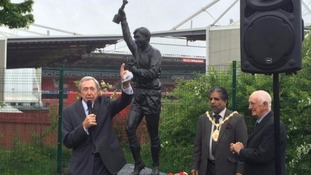 Gordon Banks statue unveiled at Stoke City HQ