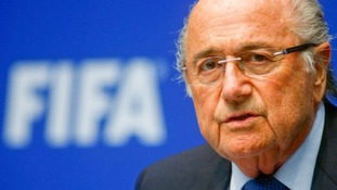 Sepp Blatter holds Fifa crisis talks as pressure grows
