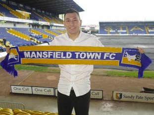 Mansfield Town have announced the signing of winger Nathan Thomas on a free transfer from Scottish Premiership outfit Motherwell.
