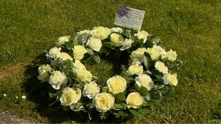 The Prime Minister and his wife sent a white rose wreath to the service