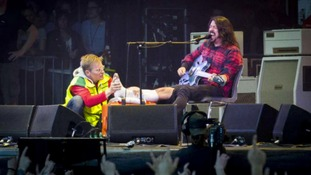 Foo Fighters Dave Grohl falls off stage, 'breaks leg' and then carries on performance