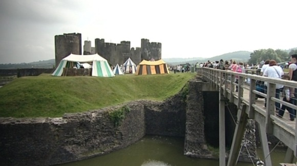 Crowds head to Caerphilly Castle