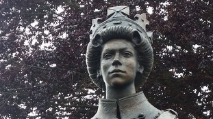 Statue of the Queen unveiled to mark Magna Carta milestone