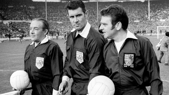 Referee Jack Taylor (centre), pictured in 1971, who has died at the age of 82.