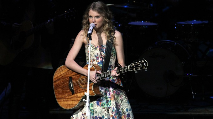 Glastonbury festival who could replace the foo fighters as friday taylor swift performs suring a 13 hour meet and greet held at the bridgestone arena in m4hsunfo