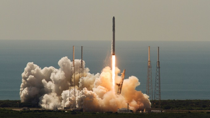 an unmanned spacex falcon 9