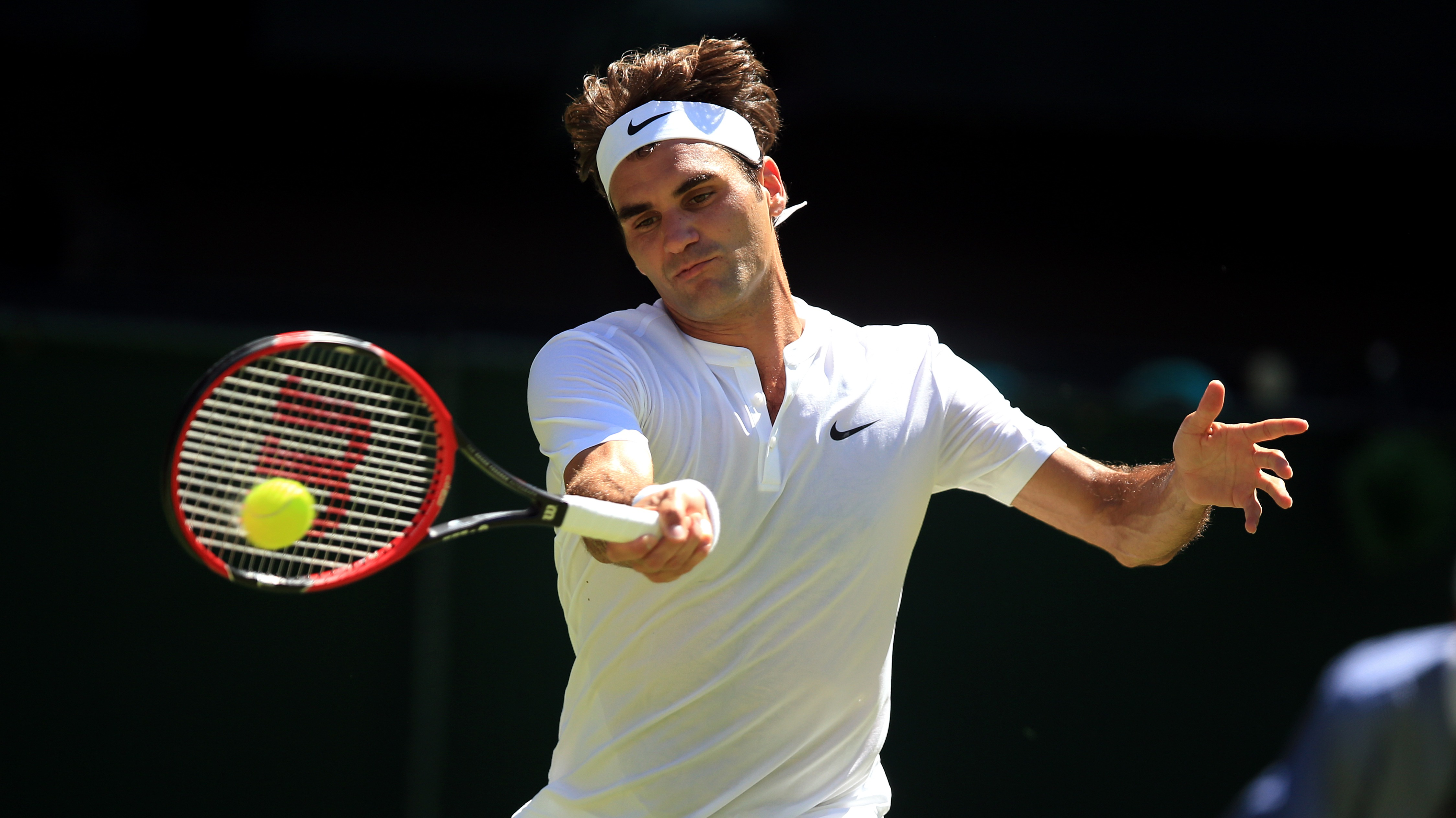 Roger Federer Update: Classy Roger Federer Safely Through In Straight Sets