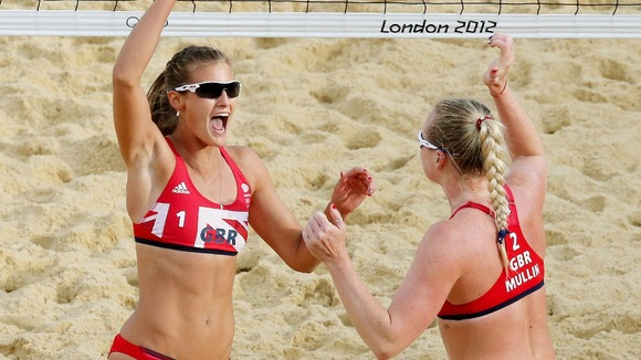 Zara Dampney (left) and teammate Shauna Mullin
