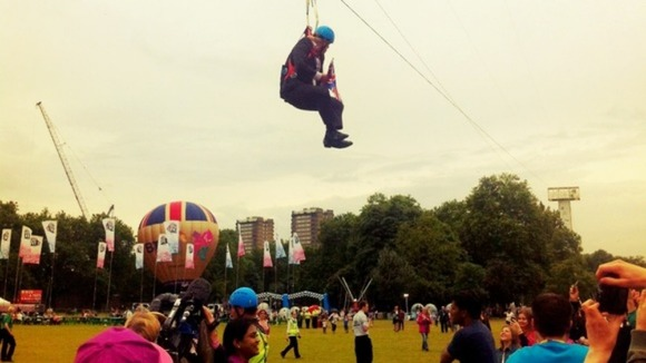 Crowds were left laughing when Boris Johnson was left hanging.
