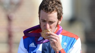 Bradley Wiggins kisses his gold medal after winning Men's Individual time Trial