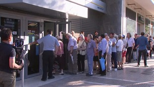 Queues build this morning at Greek banks