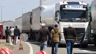 Migrant dies after 1,500 attempt to storm Channel Tunnel