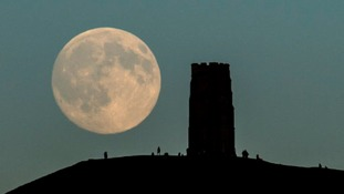 Crowds gather to watch for 'Blue Moon'