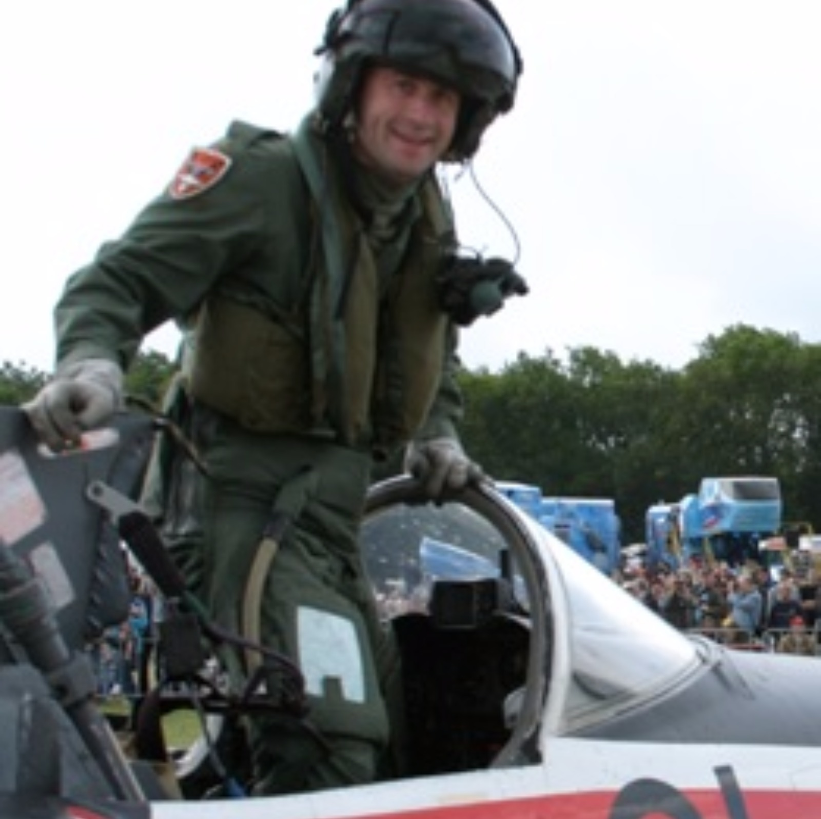 stunt pilot essay Therefore this essay is an addition to many essay available on this site for aim of life i wanted to become an airshow stunt pilot because it was challenging.