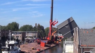 Collapsing cranes injure 'at least 20' in Holland