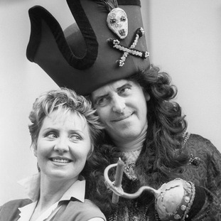 Cole played Captain Hook alongside Lulu in a pantomime at London's Cambridge Theatre.