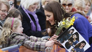 Duchess of Cambridge meeting a little girl