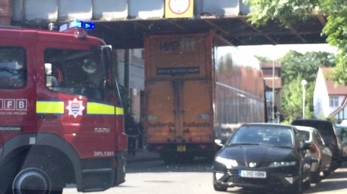 The Halfords lorry stuck under the bridge at Elmers End