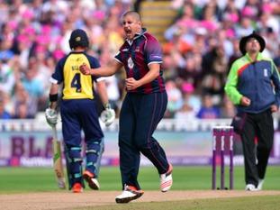 Rory Kleinveldt celebrates the wicket of Tim Ambrose
