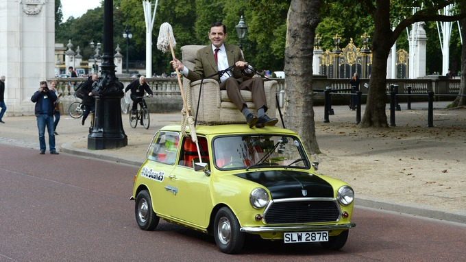 Mr bean takes his mini for a royal spin for his 25th anniversary mr bean solutioingenieria Choice Image