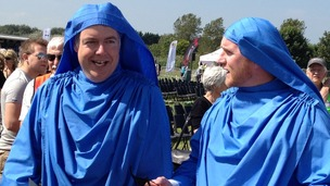Carwyn Jones and John Hartson in bardic robes